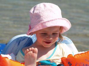urlaub reise strand familie kleinkind